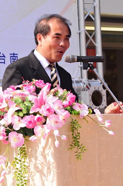 吳雁門校長大紀元黃玉燕攝